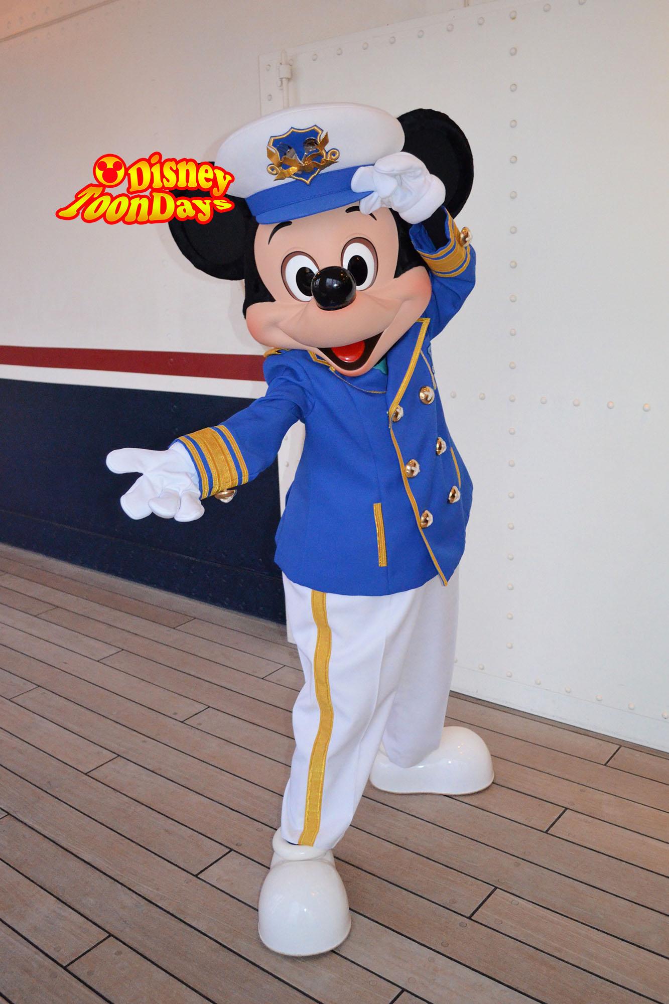 東京ディズニーリゾートでミッキーマウスとグリーティング |ディズニー
